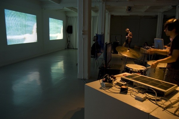 EMO-Synth during Tangible Feelings at iMAL